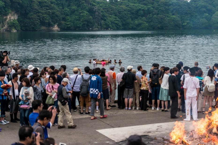 2015.07.04あばれ祭り 神輿を海へ火の中へ6