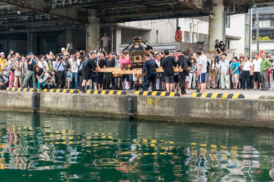 2015.07.04あばれ祭り 神輿を海へ火の中へ1