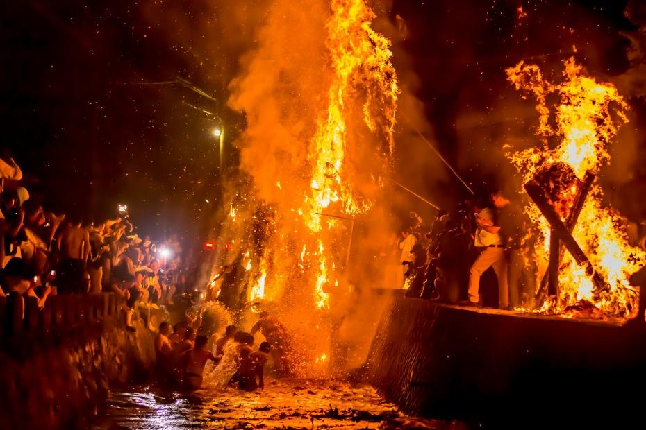 2015.07.04あばれ祭りカンノジ松明の酒垂方神輿12