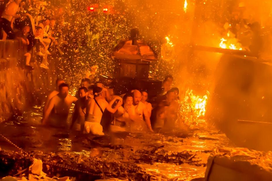 2015.07.04あばれ祭りカンノジ松明の酒垂方神輿8