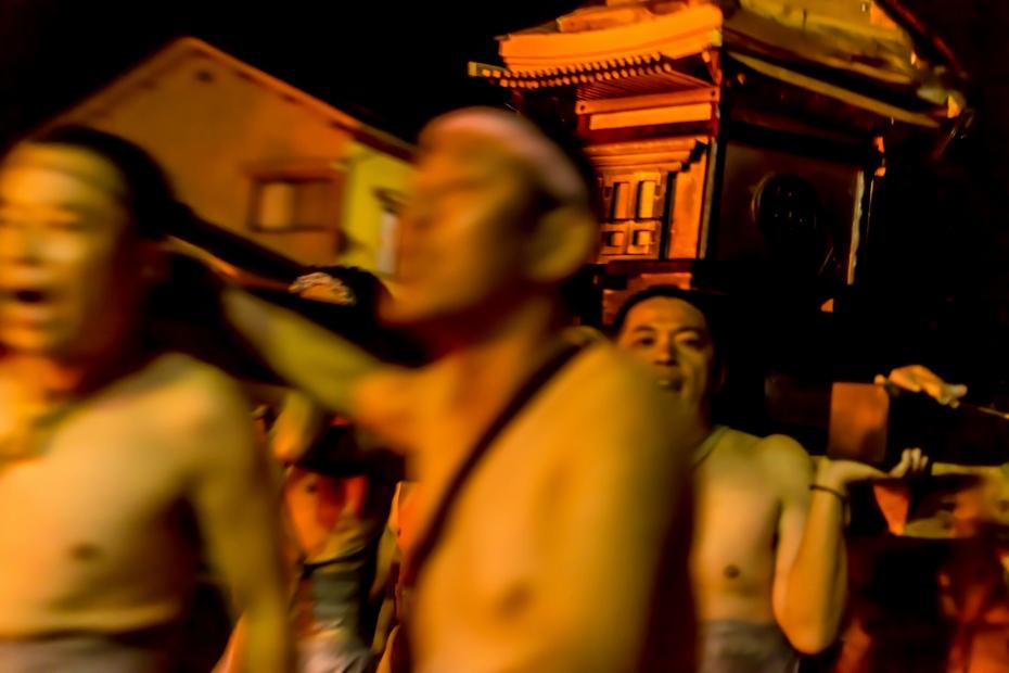2015.07.04あばれ祭りカンノジ松明の酒垂方神輿1