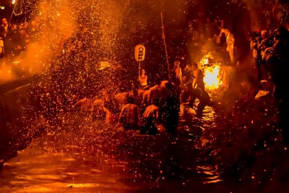 2015.07.05あばれ祭りカンノジ松明白山方神輿12