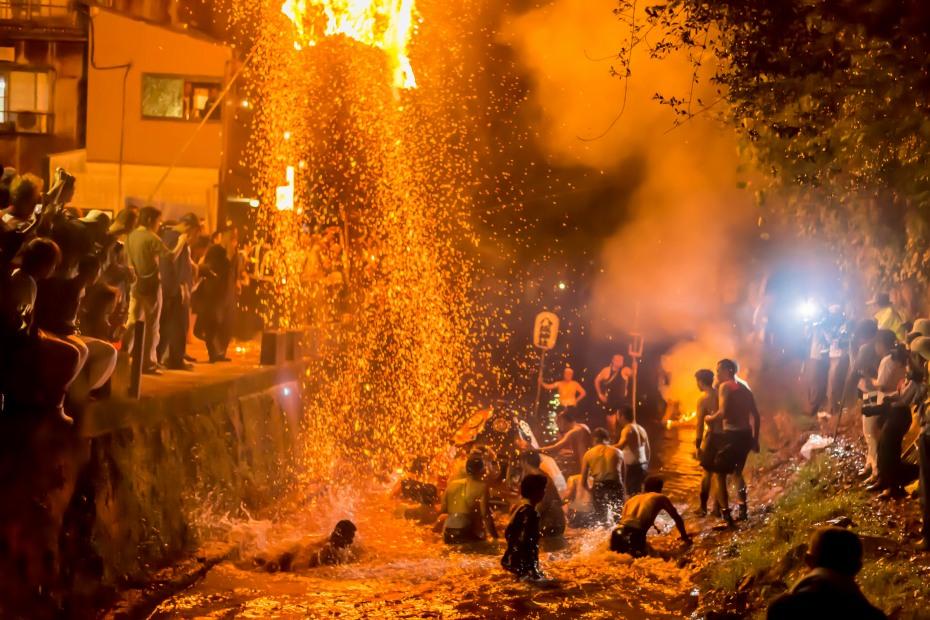 2015.07.05あばれ祭りカンノジ松明白山方神輿5