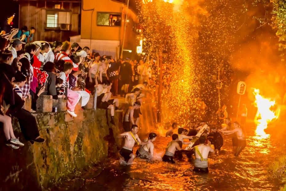 2015.07.05あばれ祭りカンノジ松明白山方神輿4