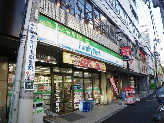 ファミリーマート西台駅前店126m