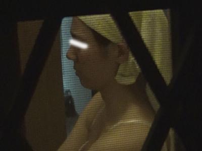 【隙間からノゾク風呂】隙間からノゾク風呂Vol03とっても美人がきがえてるぅぅ