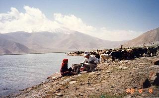 カラクリ湖の畔で(羊飼いの娘)