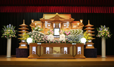 胡蝶蘭をふんだんに使った花祭壇「愛」2672