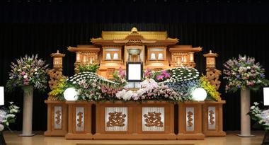ピンクリップの胡蝶蘭が入った花祭壇「愛」2187