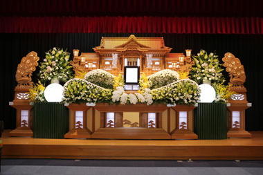 白と黄色の花祭壇「想」1050