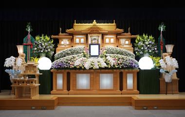 ピンクと紫と黄色を入れた花祭壇「雅」2101