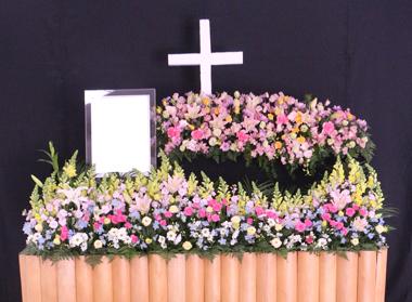 パステルのかわいいキリストの花祭壇0975