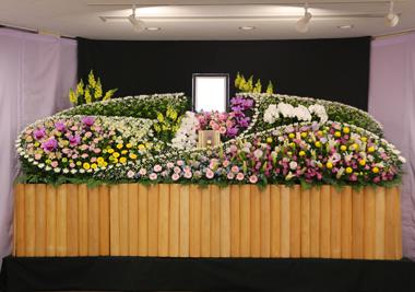 ピンクとイエローのかわいらしい花祭壇1162