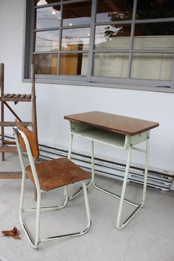 古い 学校の机 学校の椅子 パイプ脚 子ども机 勉強机