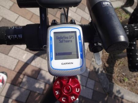 109tomoくんと別れて、帰路に。。すぐになんじゃこりゃ??Updating GPS Software