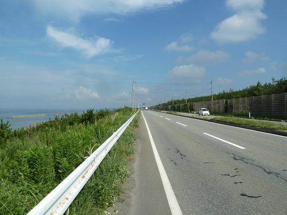 秋田港より日本海沿いを通る県道56号線を北上する