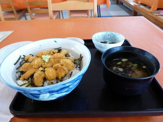 """みさき会館の""""特製うに丼"""""""