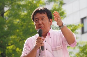 民主党の枝野幸男幹事長は1日、仙台市中心部で街頭演説し、安全保障関連法案について「日本を70年間守ってきた基本である平和主義、法治主義、民主主義に反する暴挙だ」と批判した。