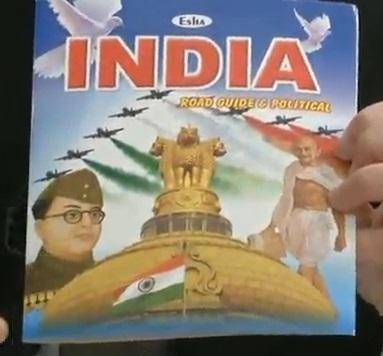 インドの街で売っている地図 表紙にチャンドラ・ボースの顔がでっかく載っている。ガンディより大きい