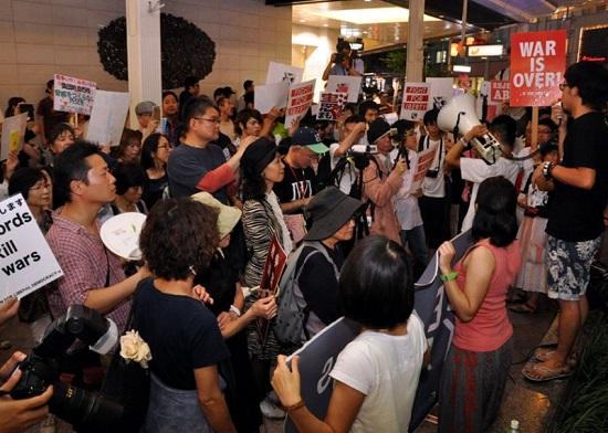 「戦争法案」強行採決許さない SEALDs KANSAI街宣に若者300人声上げ