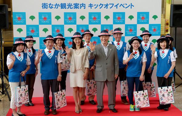 サすぎ? 東京五輪「おもてなし制服」、ネットで酷評
