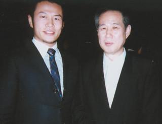 北朝鮮や韓国や在日朝鮮人が大好きな「一水会」(エセ右翼)の鈴木邦男顧問とツーショットの須藤元気
