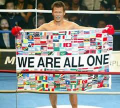 格闘技をやっていた時にも「WE ARE ALL ONE」などとお花畑満開だった須藤元気
