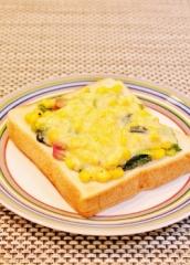 ホウレン草とコーンのトースト (251x350)