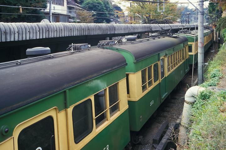 6211江ノ電_300形303編成_極楽寺駅