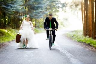 海外おもしろ結婚式画像_自転車