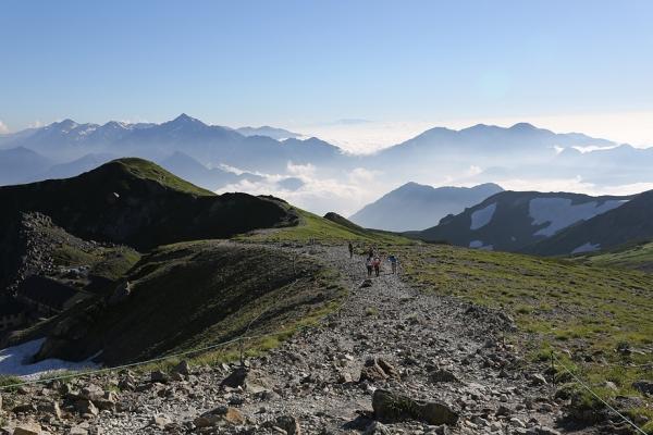 稜線に出れば変わらぬ風景