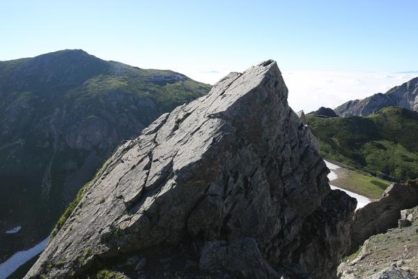朝日の頂上は怖かった。