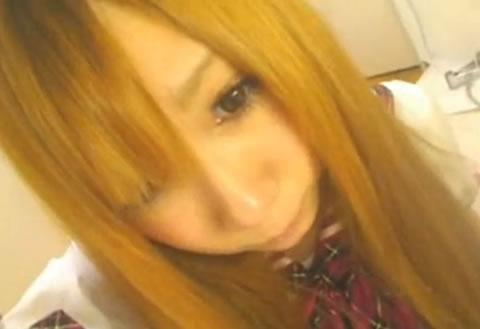 【国内】金髪ギャルの二穴オナニー【ライブチャット】(無修正)