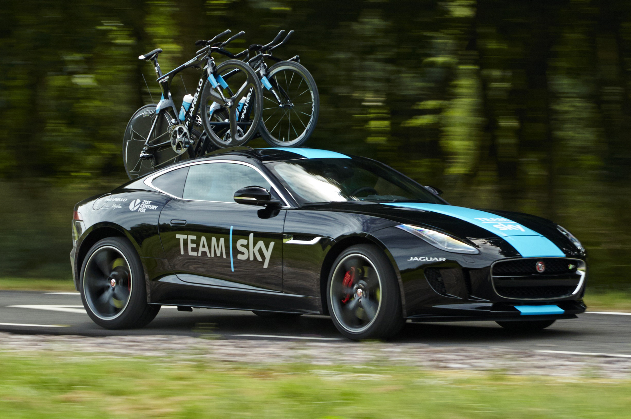 2015-jaguar-f-type-coupe-r-for-sky-team-front-right-side-action-shot.jpg