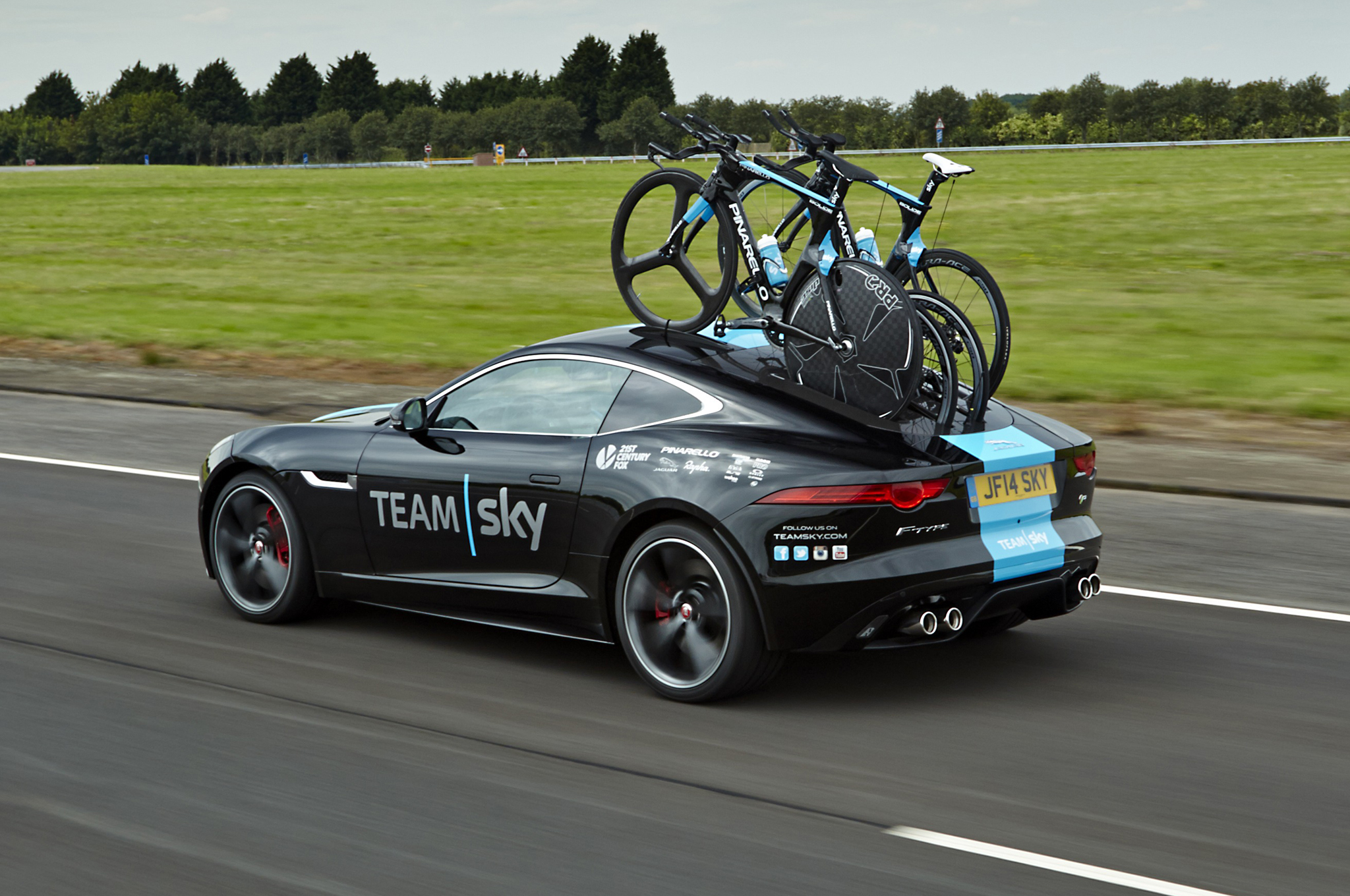 2015-jaguar-f-type-coupe-r-for-sky-team-left-rear-side.jpg