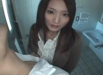 村上里沙 男子生徒を公衆トイレに連れ込み新鮮なザーメンを味わう痴女教師