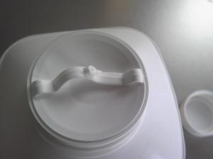 「白のひとときのキャップ。ちょっと開けにくい。」明治