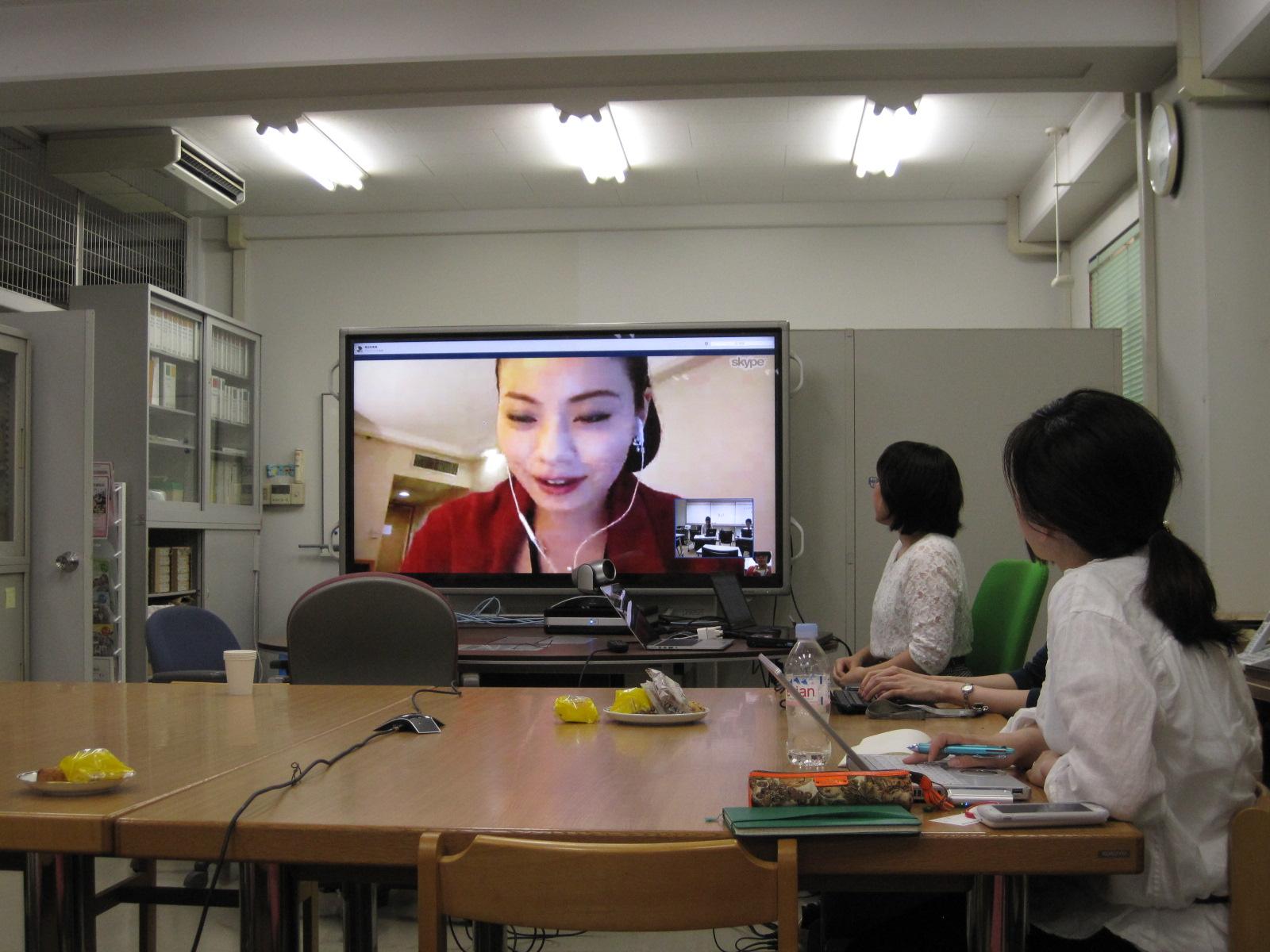 二人目の講演者:平野未来さん(香港から講演)