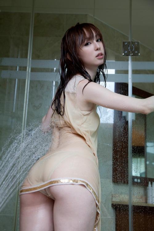 秋山莉奈 Aカップ グラビア 美尻 76