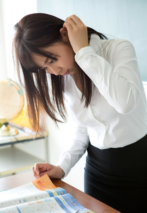 小川桃果 Fカップ AV女優 女教師 05