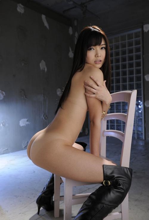 半裸 椅子 ヌード 01