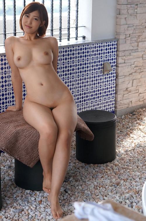半裸 椅子 ヌード 16
