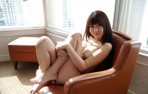 半裸 椅子 ヌード 33