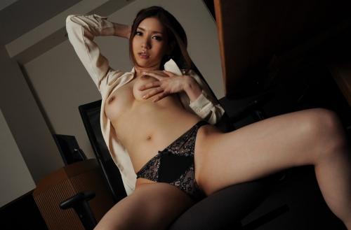 半裸 椅子 ヌード 44