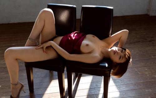 半裸 椅子 ヌード 51