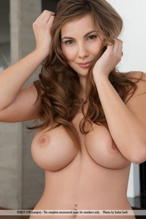 外人 巨乳 おっぱい 18