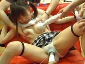 童顔巨乳素人娘が悪徳オイルマッサージ師たちに無理やり電マでイカされ続ける姿を盗撮!