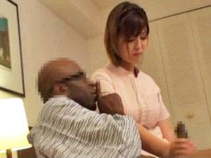 ヌキ無しの健全な日本人女性マッサージ師を呼んで、黒い肉棒をチラつかせて強引にハメる盗撮映像2
