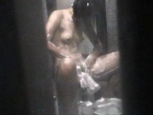 イモウトや姉さんの裸をネットで売って小遣いを稼いでる家庭内秘密撮影写真が凄い☆(写真15枚)