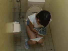 (※驚愕※) JAPAN一危険な公衆トイレ入った小○生の末路・・・・・